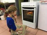 Jade, responsable surveillance de la cuisson