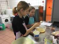 Méline&Mathilde confectionnent le dessert